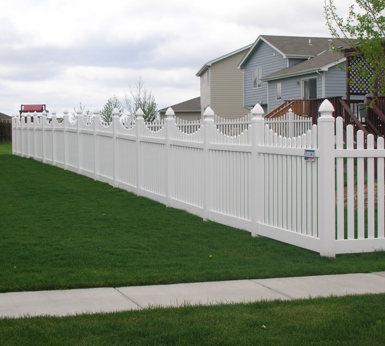 American Fence - Lincoln - Vinyl Fencing, Underscalloped picket pvc