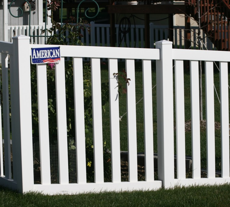 American Fence - Lincoln - Vinyl Fencing, 4' closed rail picket 585