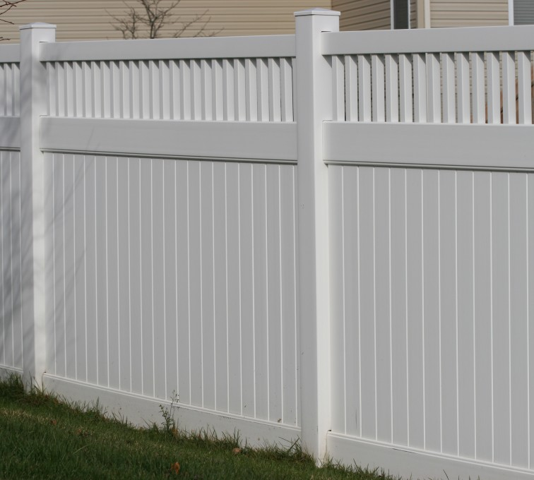 American Fence - Lincoln - Vinyl Fencing,Vinyl 6' private with picket accent 706