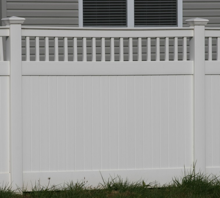 American Fence - Lincoln - Vinyl Fencing,Vinyl 6' private with picket accent 707