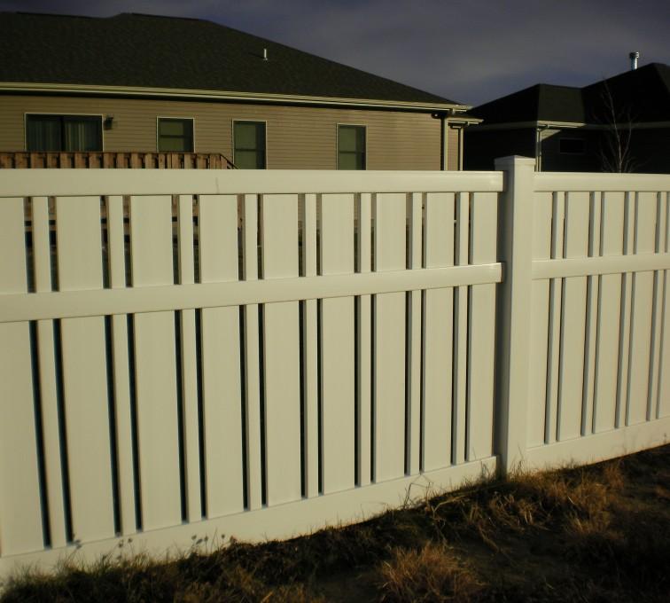 American Fence - Lincoln - Vinyl Fencing, Alternating Picket American Fence - Lincoln