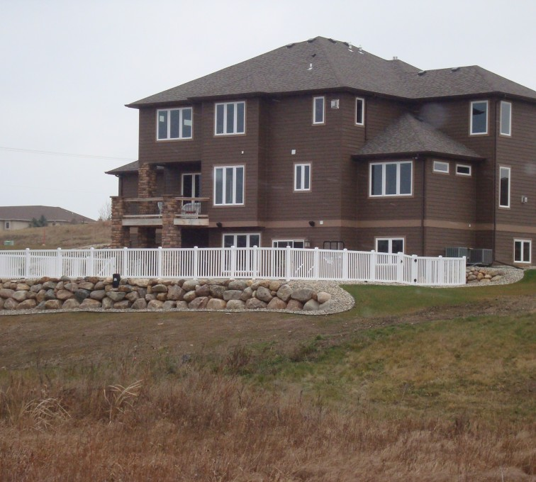 American Fence - Lincoln - Vinyl Fencing, White Closed Picket AFC, SD