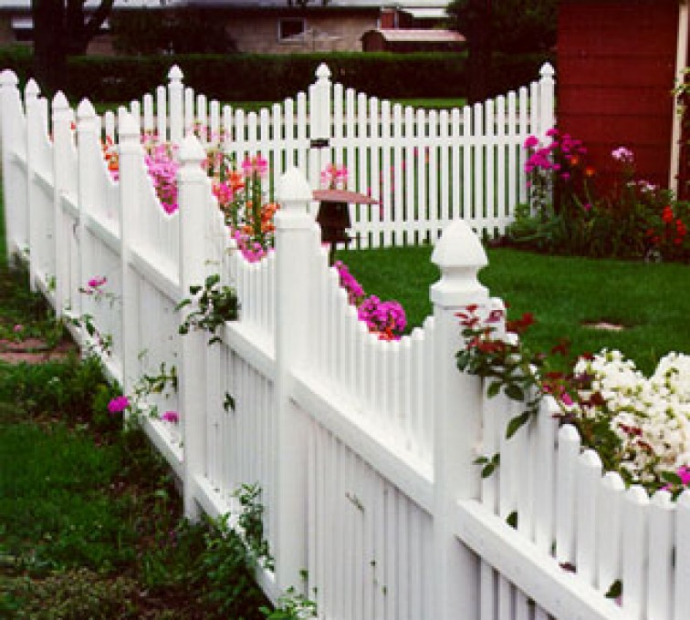American Fence - Lincoln - Vinyl Fencing, Under Scalloped Picket